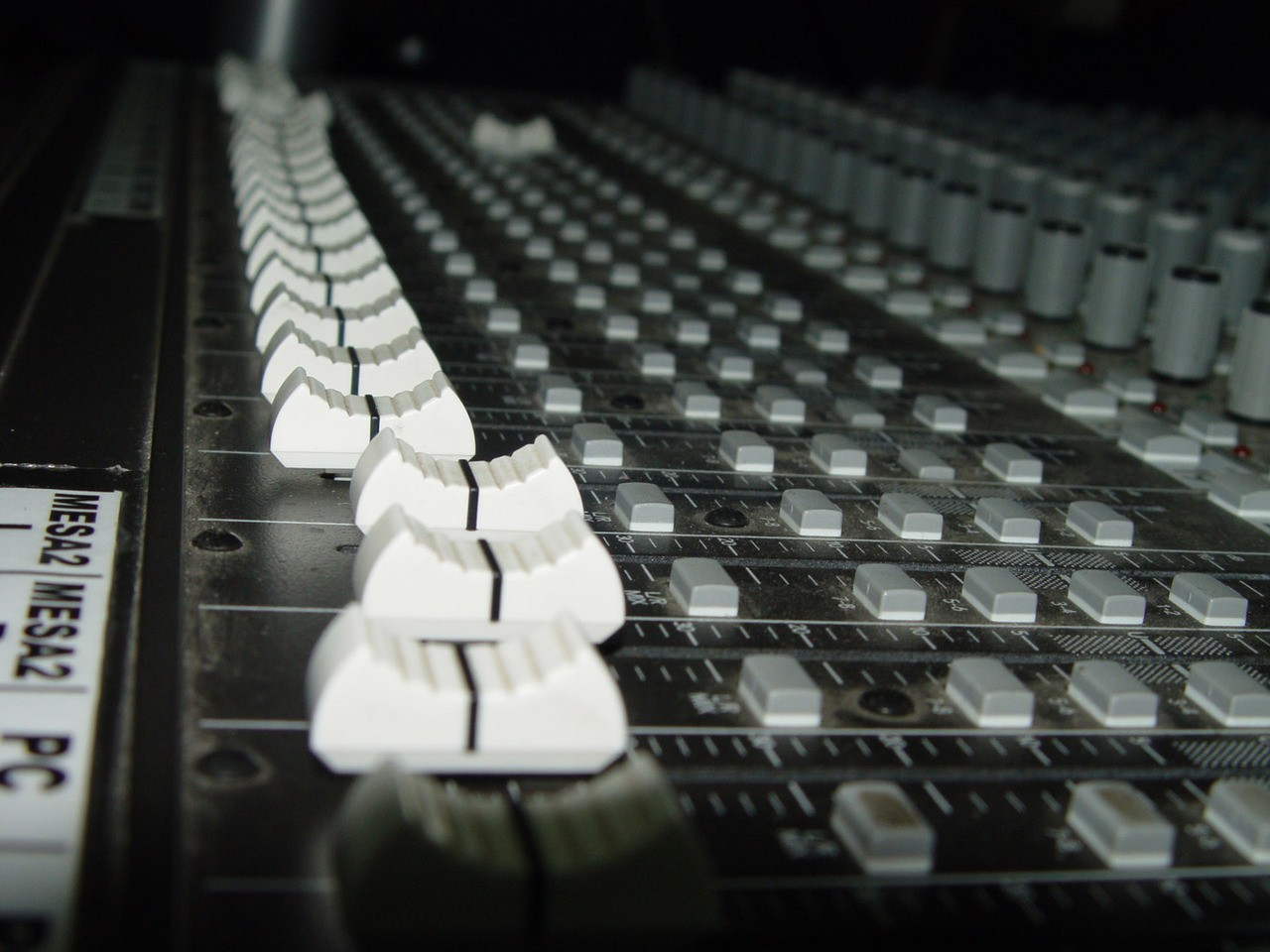 Elementy samochodowego systemu audio